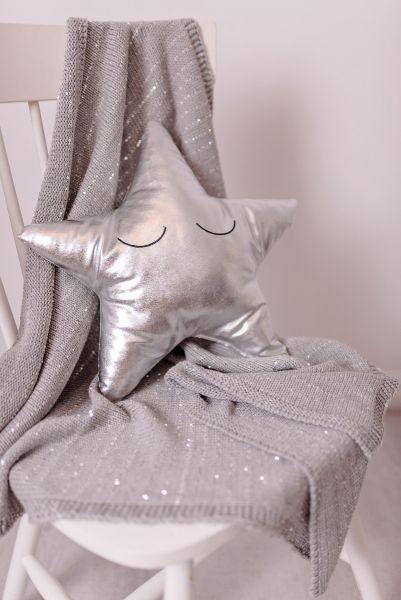 Graue Strick-Decke mit Silberfäden (Bizzi Growin)
